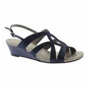 NWOT Bandolino Ginoma Wedge Sandals, Size 8M